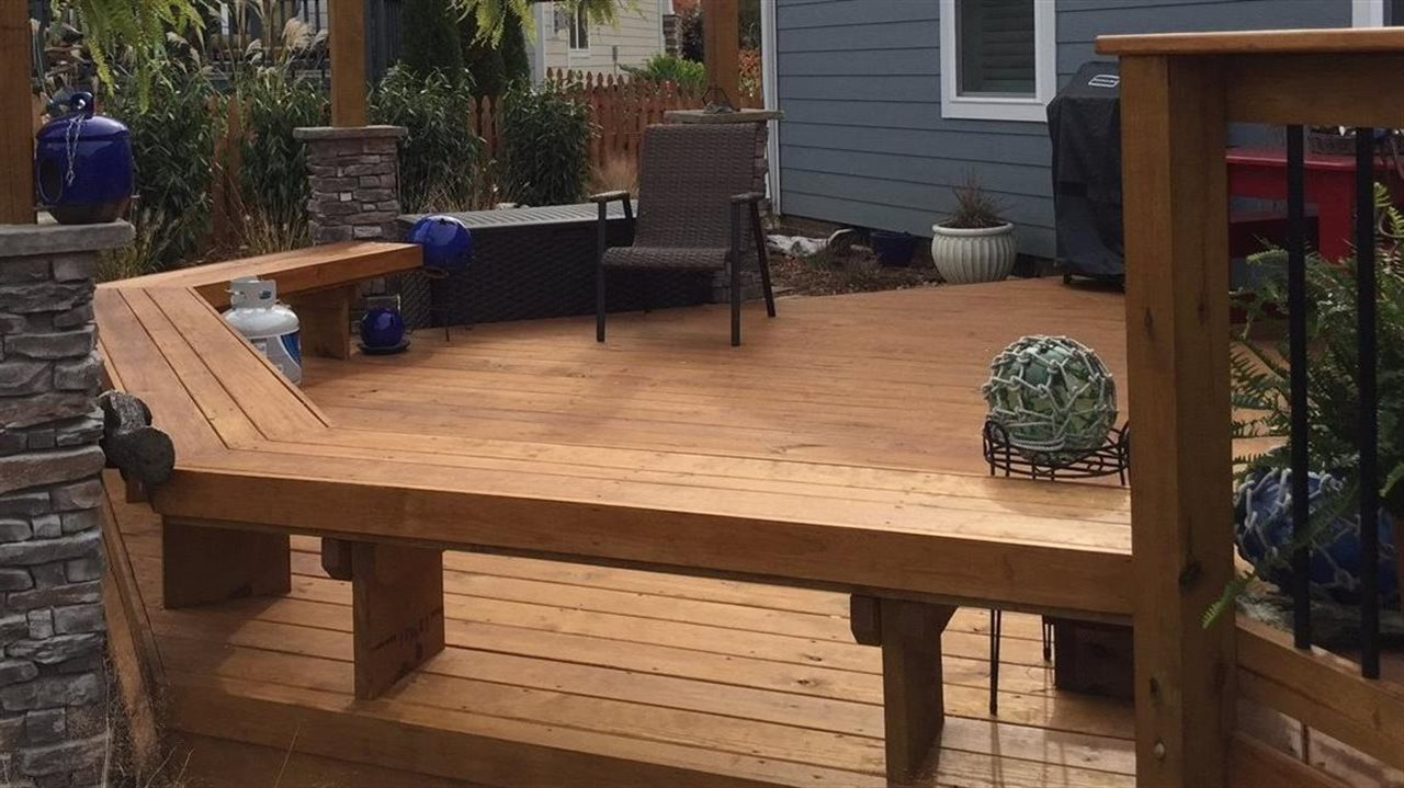 Archadeck with seating and pretty deck accent pieces