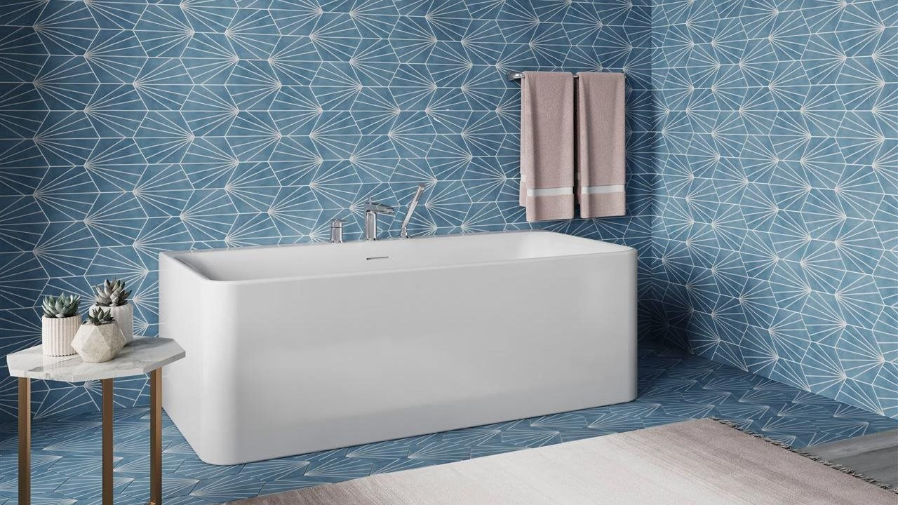 Sterling Unwind square tub in agular bath
