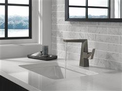 Trillian Single Handle fawcet in modern upscale bath