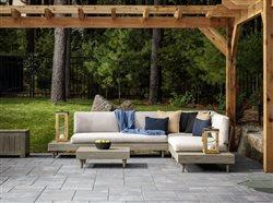 outdoor livingroom with patio pavers