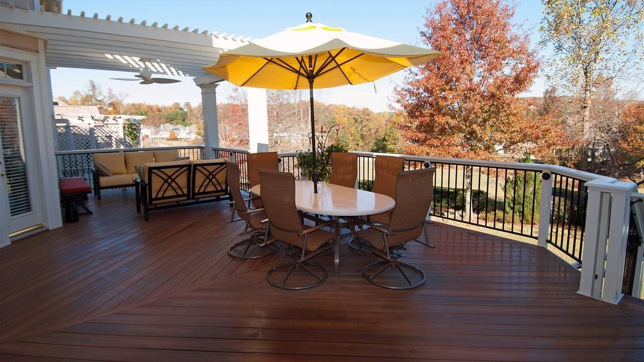 beautiful deck in back yard