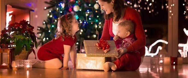 Importantes consejos para asegurar que los niños tengan una Fiestas alegres, seguras, y sin quemaduras
