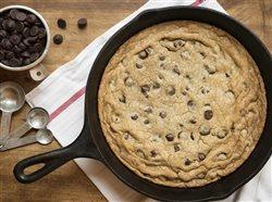 Skillet chocolate chip cookie sundae