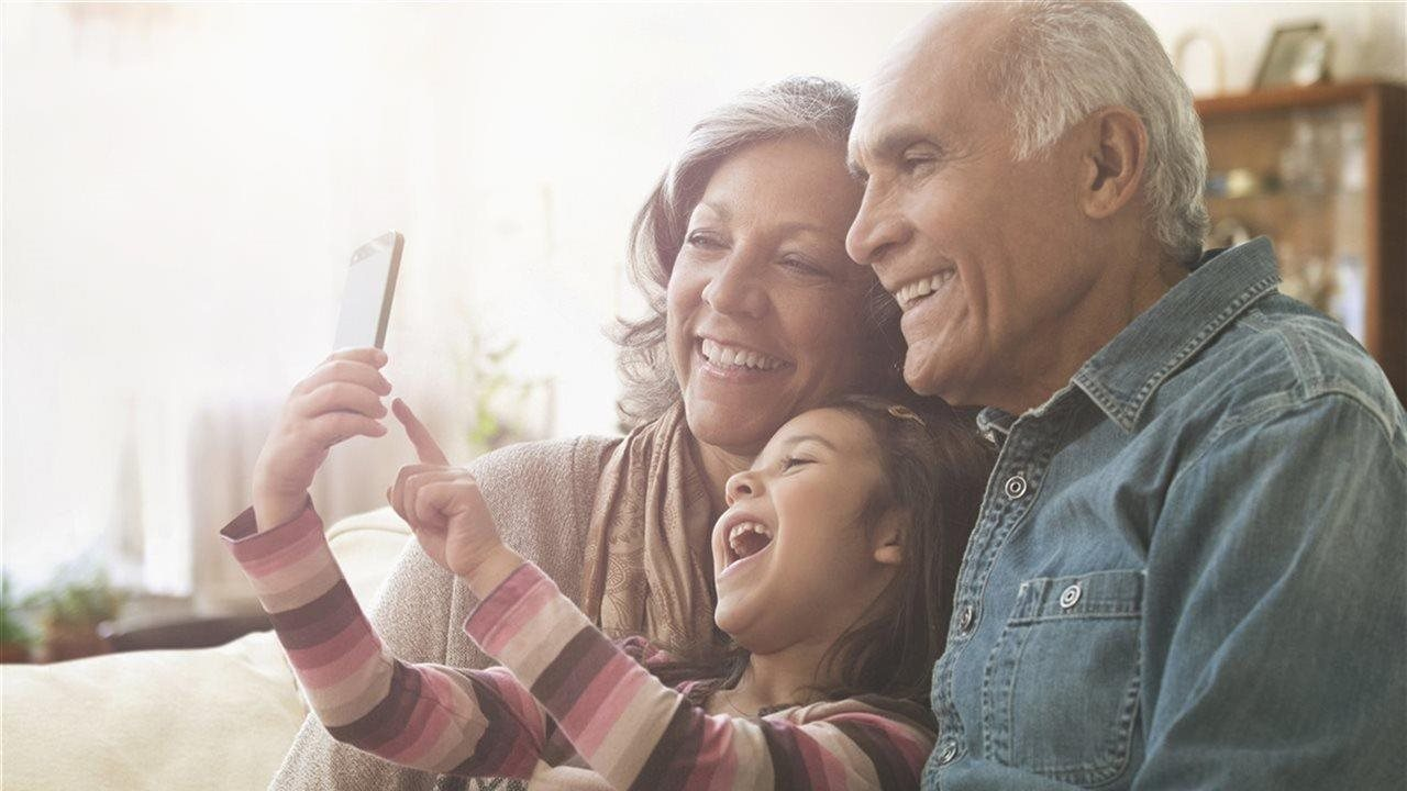 5 ways to keep in touch with grandparents near and far